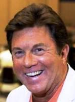 Larry Manetti 4